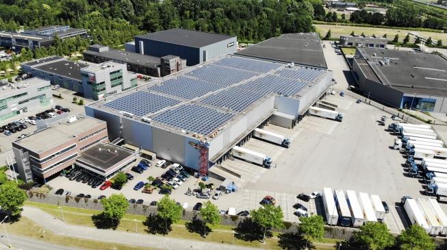 Bijzonder solar project op het dak van D.J. Middelkoop & Zn.