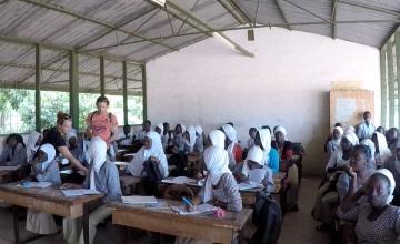 Klanten AH Sassenheim doneren statiegeld voor Gambia