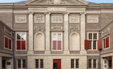 Koning opent vernieuwd Museum de Lakenhal in Leiden