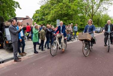 Van Ravelingenstraat klaar: Fietsroute Leiden-Den Haag geopend