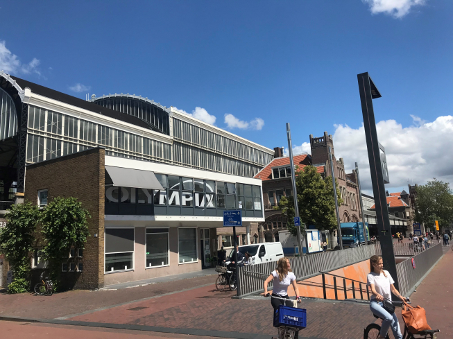 Burgemeester en parachutisten bij opening kantoor Olympia in Haarlem