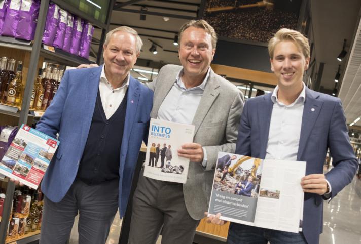 Ondernemers, muziek en hapjes tijdens de lancering van Leiden INTO business