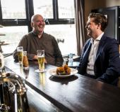 'Fysiek vergaderen met afsluitende businessborrel'