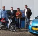 Klant wint elektrische scooter bij Van der Boon Auto's