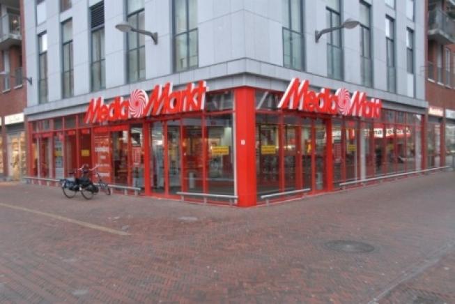 868693a1d28 Gekkenhuis in Media Markt Alphen weer van start - INTO business