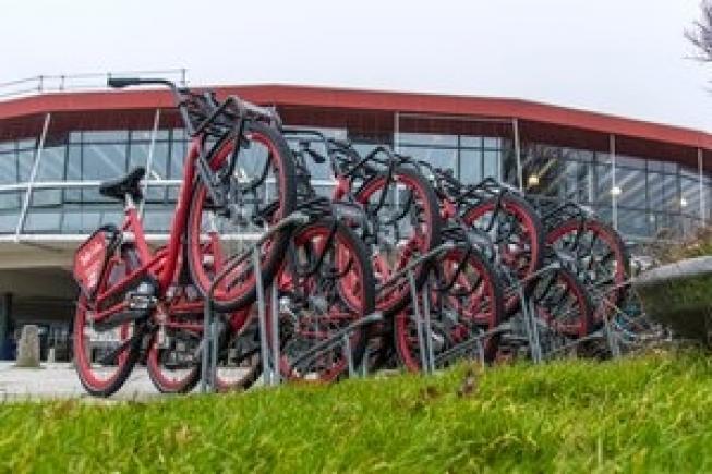 Van Leiden Centraal naar Leiden Bio Science Park? Pak de deelfiets